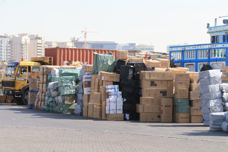 Dubai Hafen Waren bereit zum verladen VAE ©HorstReitz2016
