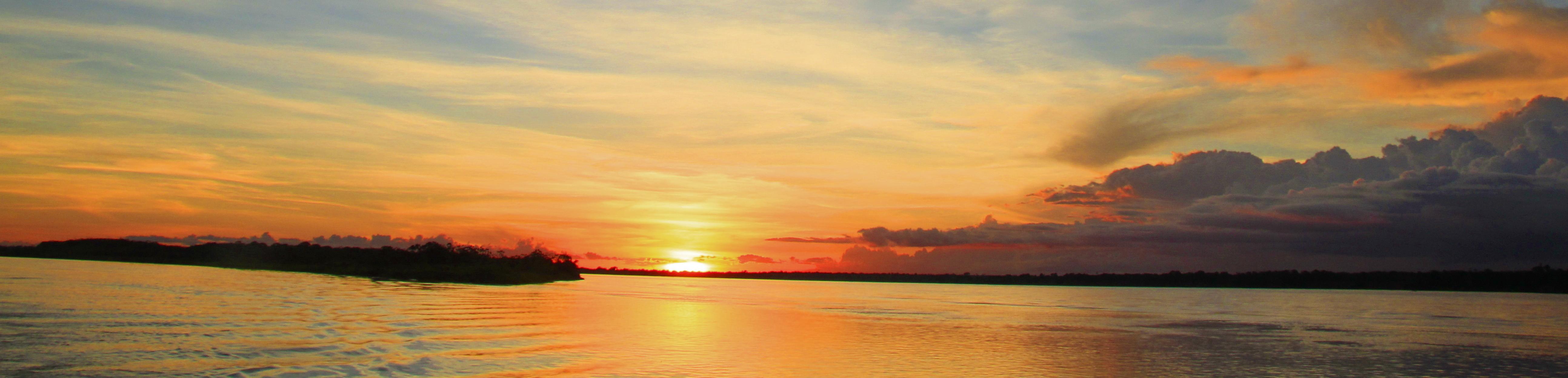 Amazonas Brasilien Sonnenuntergang auf dem Amazonas