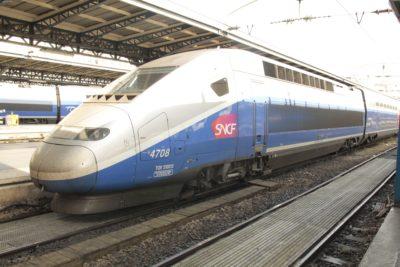 mit dem TGV mit über 300km/h nach Paris