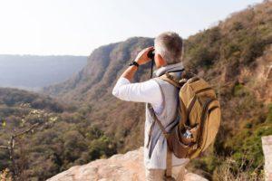 Aktiver Senior beim Wandern ©123RF
